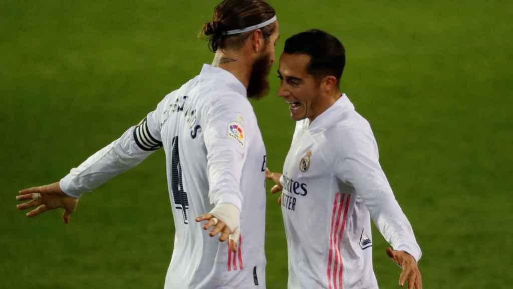 Sergio Ramos y Lucas Vázquez celebran un gol