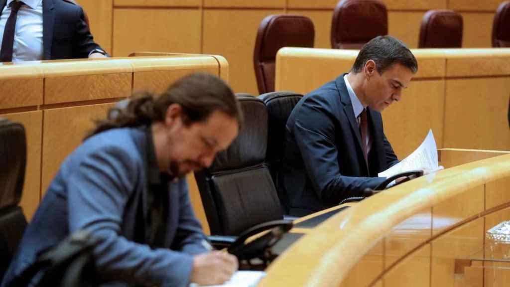 El presidente del Gobierno, Pedro Sánchez, y el vicepresidente Pablo Iglesias en el Senado.