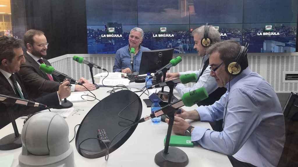 Los directivos de Accenture y Navantia en los estudios de Onda Cero.