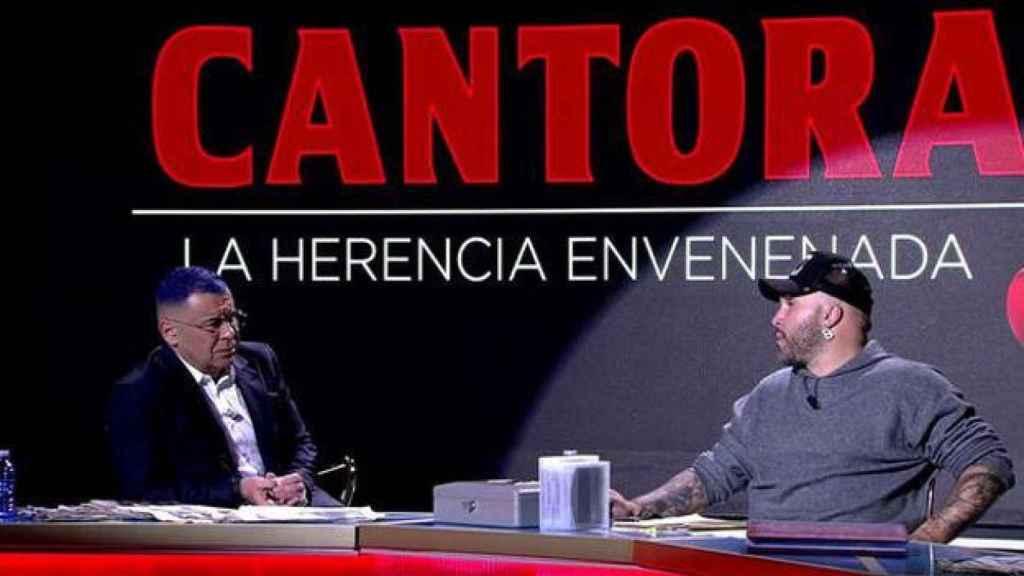 Kiko Rivera con Jorge Javier Vázquez en 'Cantora: la herencia envenenada'.
