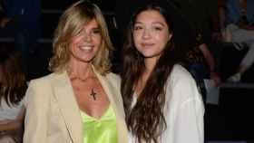 Arancha de Benito con su hija Zaira en la Fashion Week de Madrid.