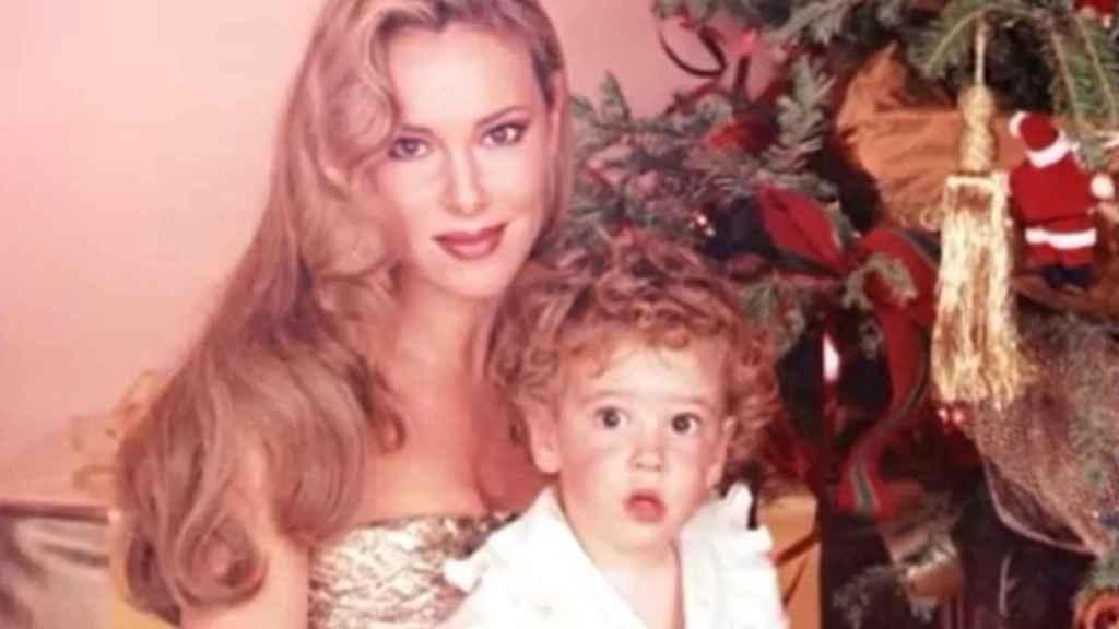 Ana Obregón en unas Navidades con su hijo Álex.