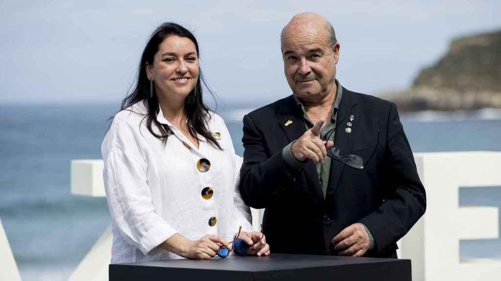 Antonio resines y Ana Pérez-Lorente se daban el 'sí quiero' en una ceremonia íntima después de 30 años juntos.