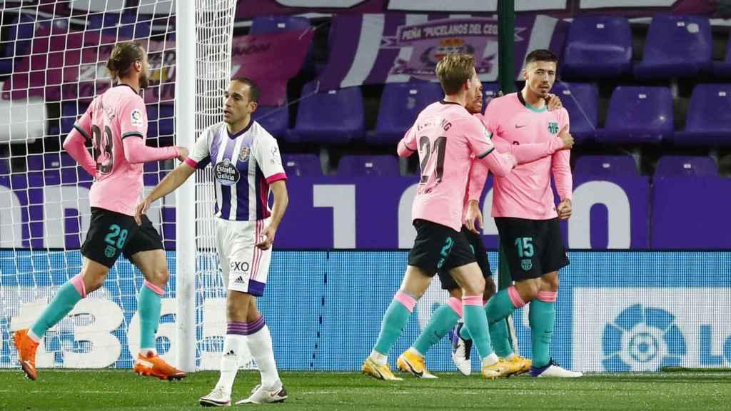 Los jugadores del Barcelona celebran el gol del Lenglet al Valladolid