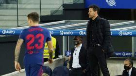 Trippier y Simeone, durante el Real Sociedad - Atlético de Madrid de la jornada 15 de La Liga
