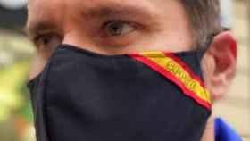 Miembro del SPPLB con la mascarilla del sindicato prohibida por el Ayuntamiento de Valencia. EE