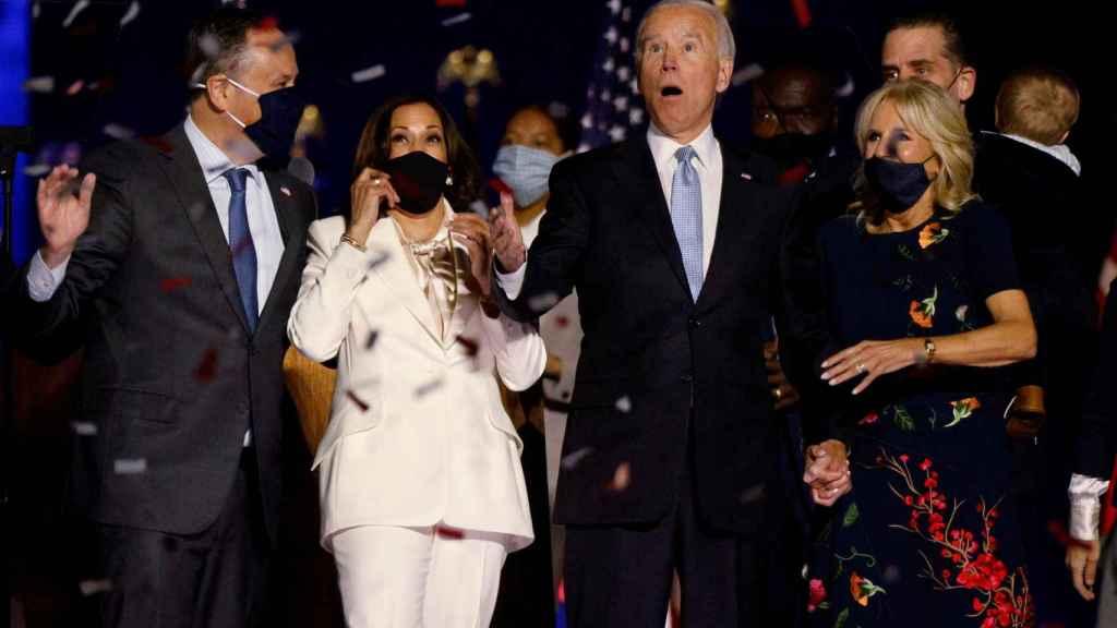 Kamala Harris y Joe Biden, celebrando su victoria.