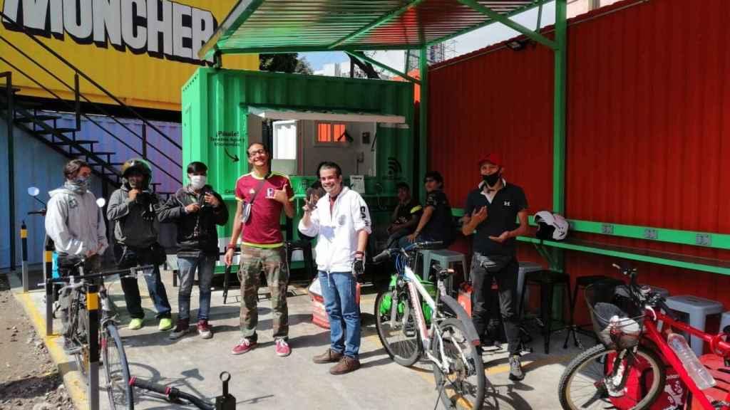 Algunos de los 'riders' usando las instalaciones de Heru