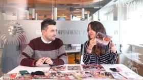 Jesús Carmona y Cristina Rodrigo durante la grabación del 'Kiosco rosa'.