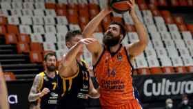 Dubljevic intenta atacar el aro del Khimki