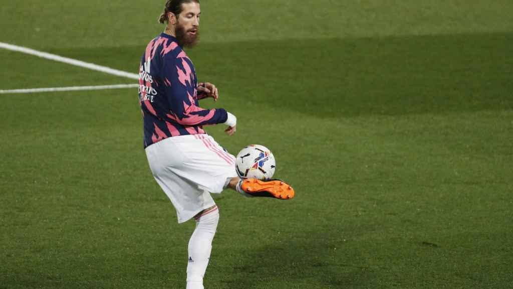 Sergio Ramos, durante el calentamiento del Real Madrid en el Di Stéfano