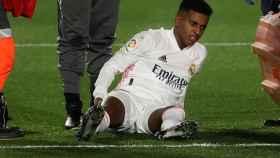 Rodrygo Goes, en el momento de la lesión durante el Real Madrid - Granada de La Liga