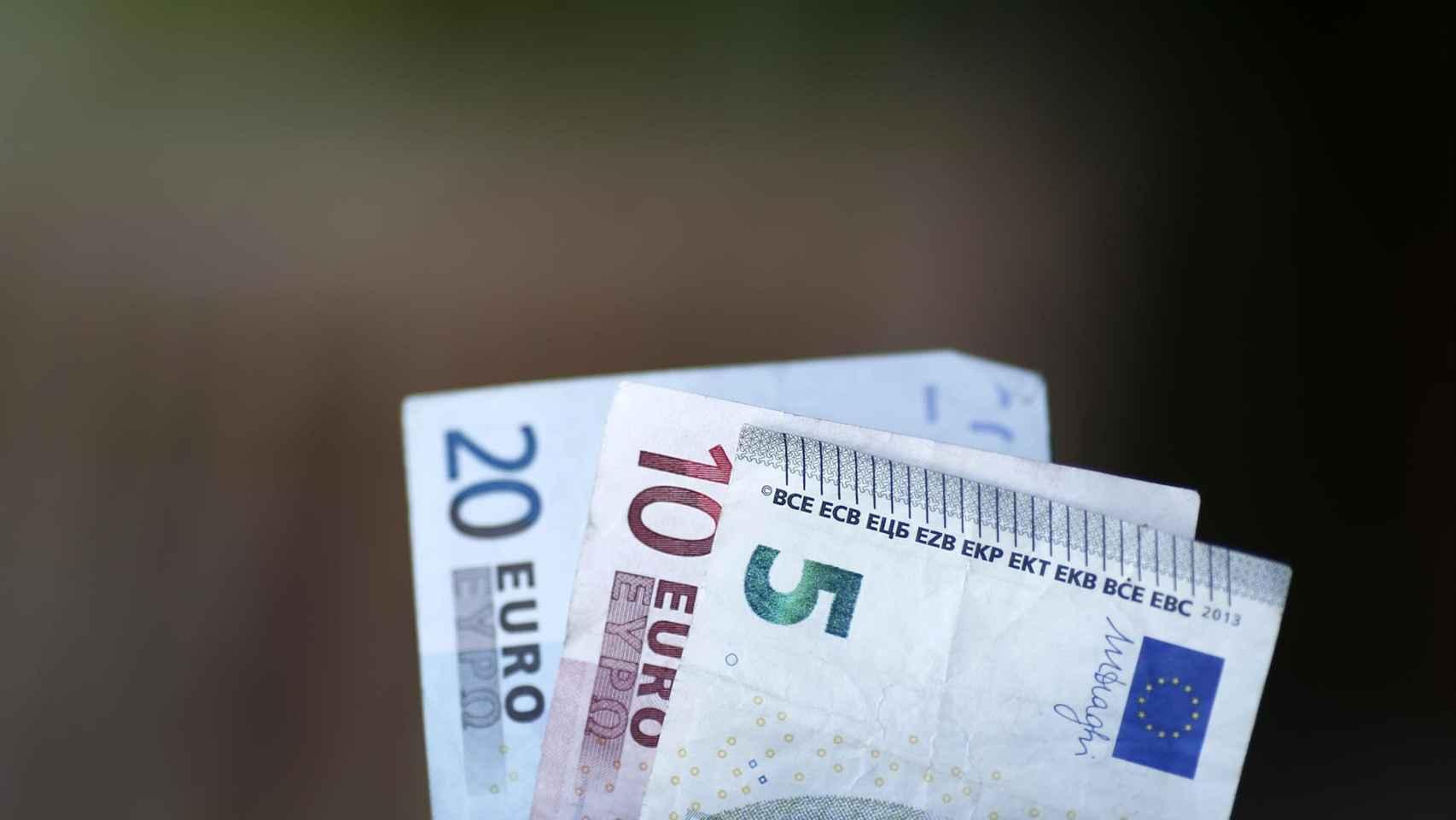 Billetes de euro de sus denominaciones más bajas.