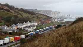 Camiones atrapados en las cercanías del puerto de Dover (Reino Unido).