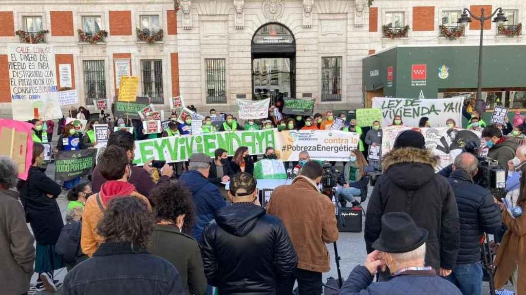 Colectivos sociales se concentraron recientemente en la Puerta del Sol (Madrid) para pedir la paralización de los desahucios.