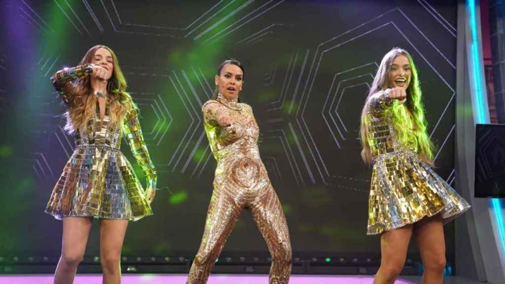 Cristina Pedroche ha bailado junto a las Twin Melody.