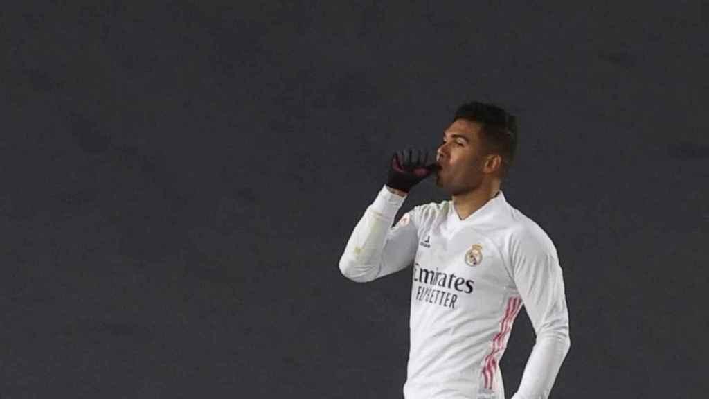 Casemiro celebra su gol en el Real Madrid - Granada de la jornada 15 de La Liga