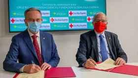 Carlos de la Sierra, presidente de Globalcaja, y Pedro Roca, presidente de Cruz Roja Cuenca