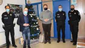 Casañ y Sáez con la Policía Local de Albacete en la víspera de Navidad