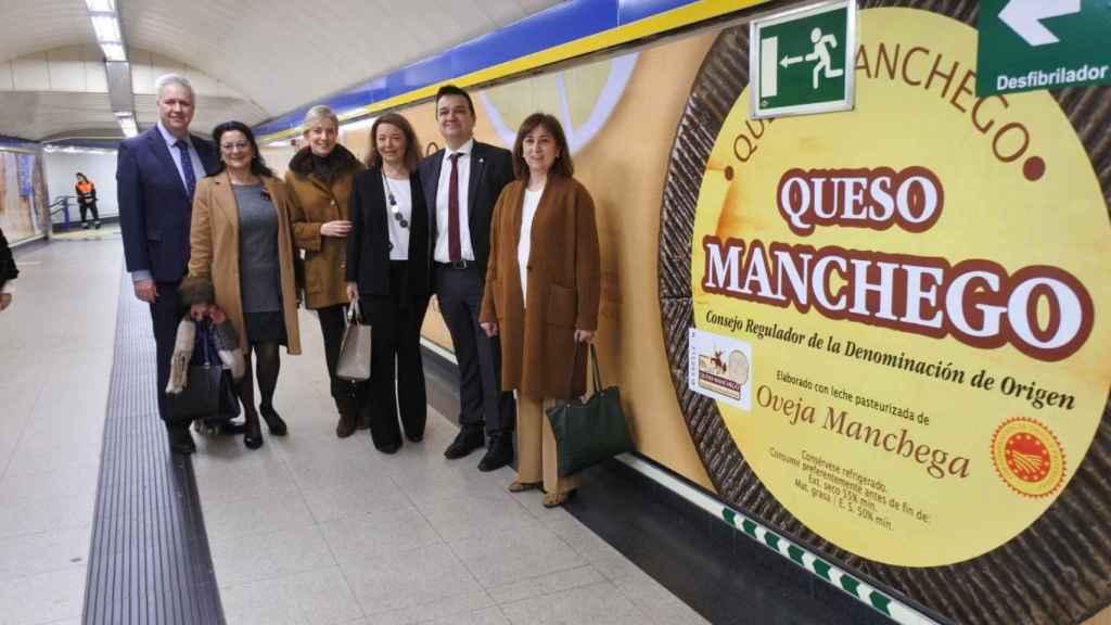 Una campaña de publicidad del queso manchego en el Metro de Madrid