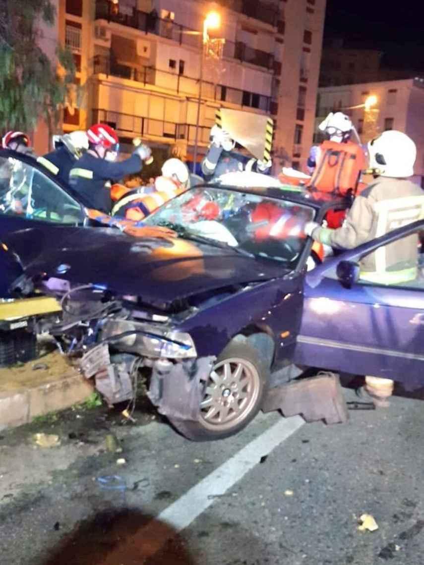 Restos del coche que sufrió el brutal accidente en el que una mujer perdió la vida.