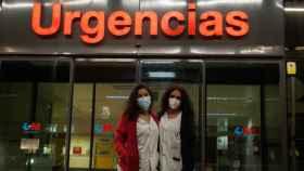 Eva y Estefi, técnicas sanitarias del Hospital Clínico San Carlos de Madrid