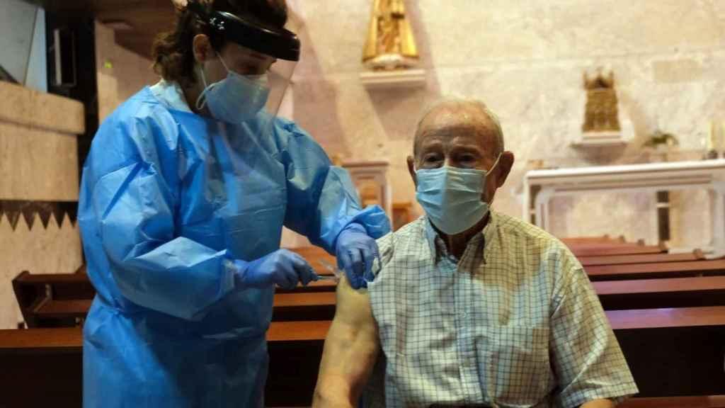 Áureo Lopez fue el primer vacunado en Castilla y León