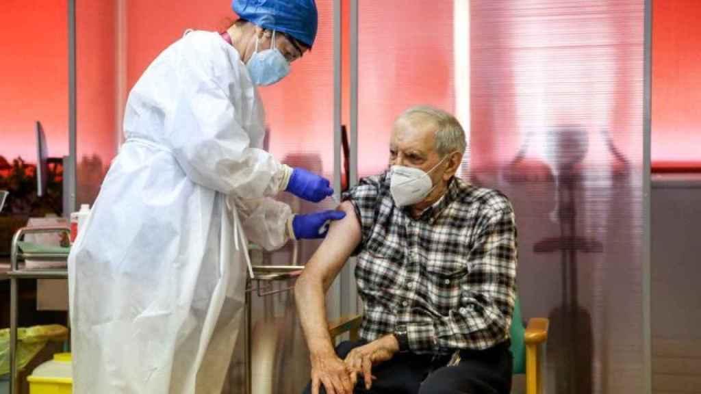 Nicanor, el primer vacunado en Madrid y cuyo apellido se niega a facilitar su residencia