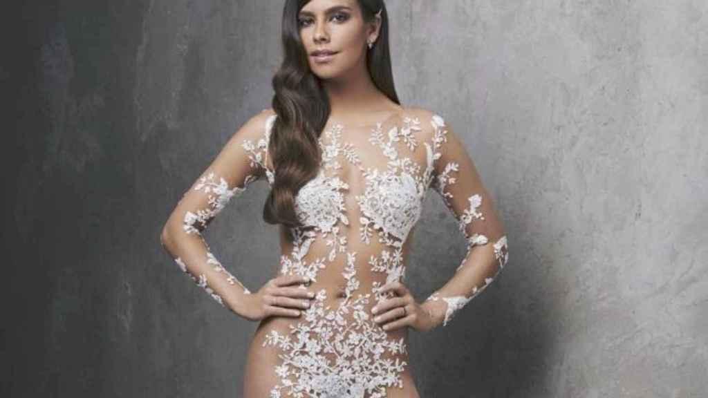 Cristina Pedroche con uno de sus modelos de nochevieja.