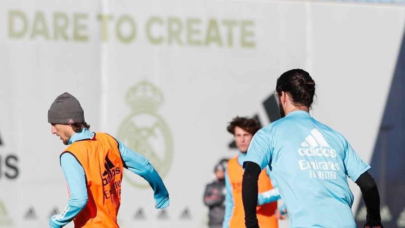 Luka Modric e Isco Alarcón durante un entrenamiento del Real Madrid