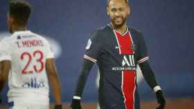 Neymar sonriendo durante un partido del PSG