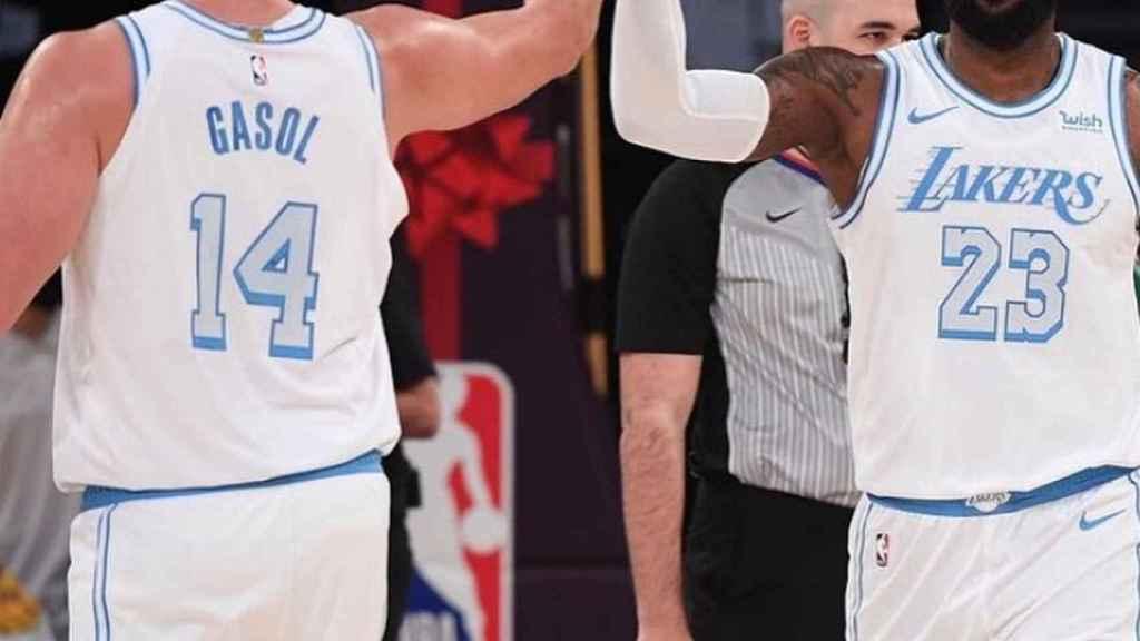 Marc Gasol y LeBron James, durante un partido de esta temporada