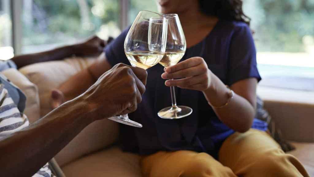Terminar el día con una copa de vino vuelve a ser un hábito.