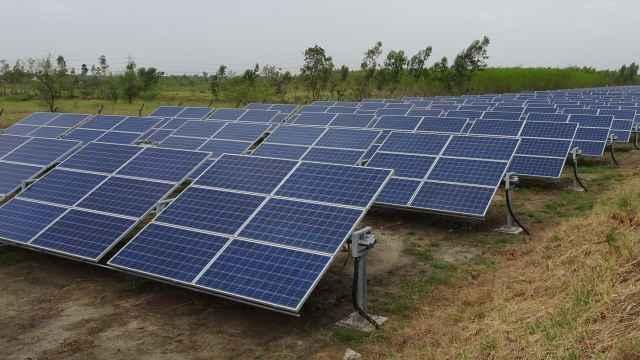 Paneles solares aplicados a una explotación agrícola.