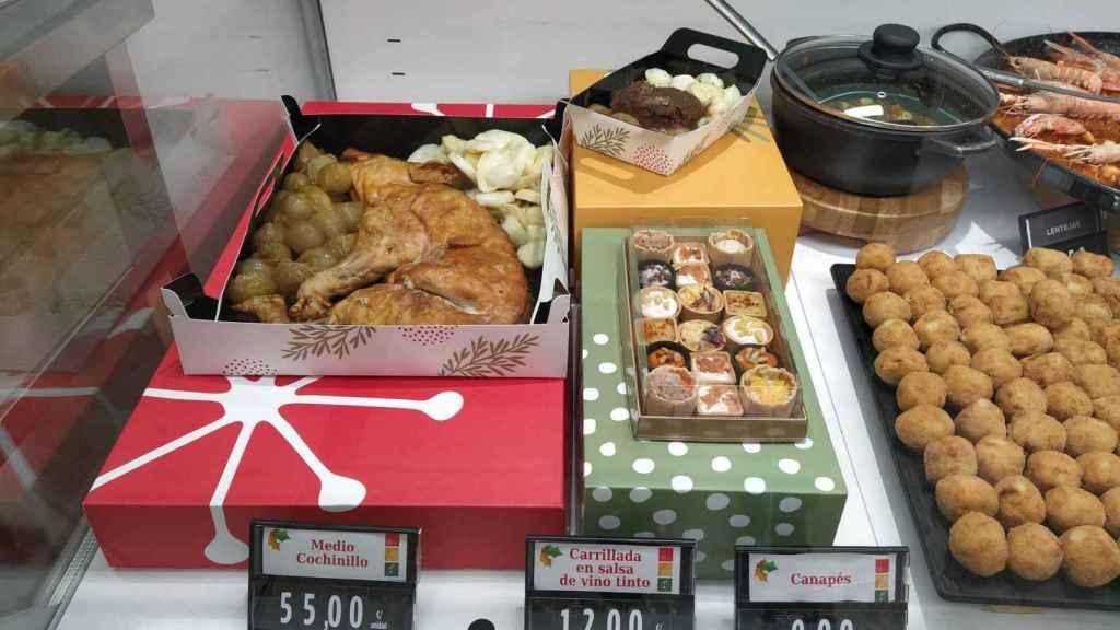 Tres de los platos especiales de Navidad de Mercadona expuestos a los clientes.