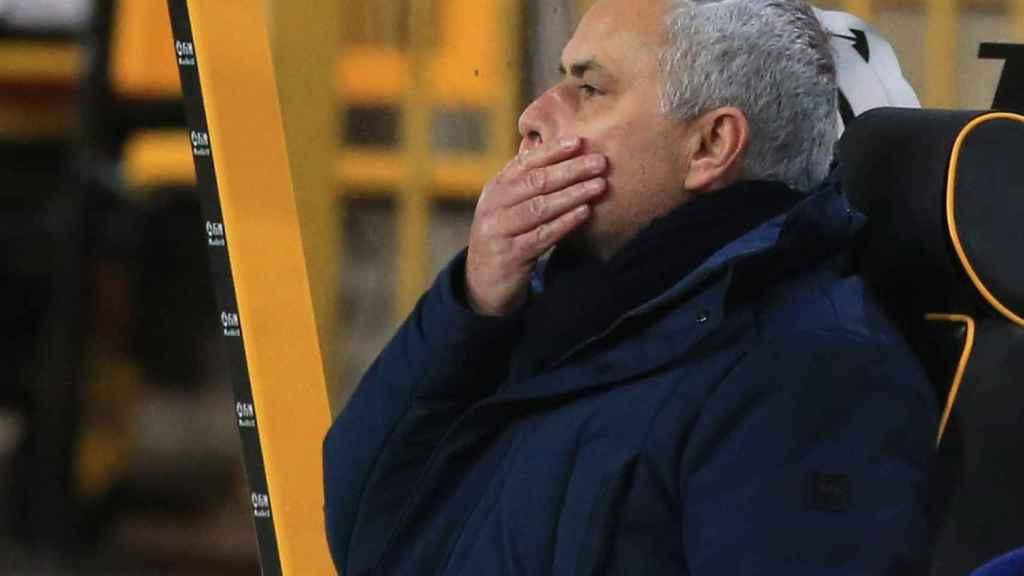 Mourinho, en el banquillo
