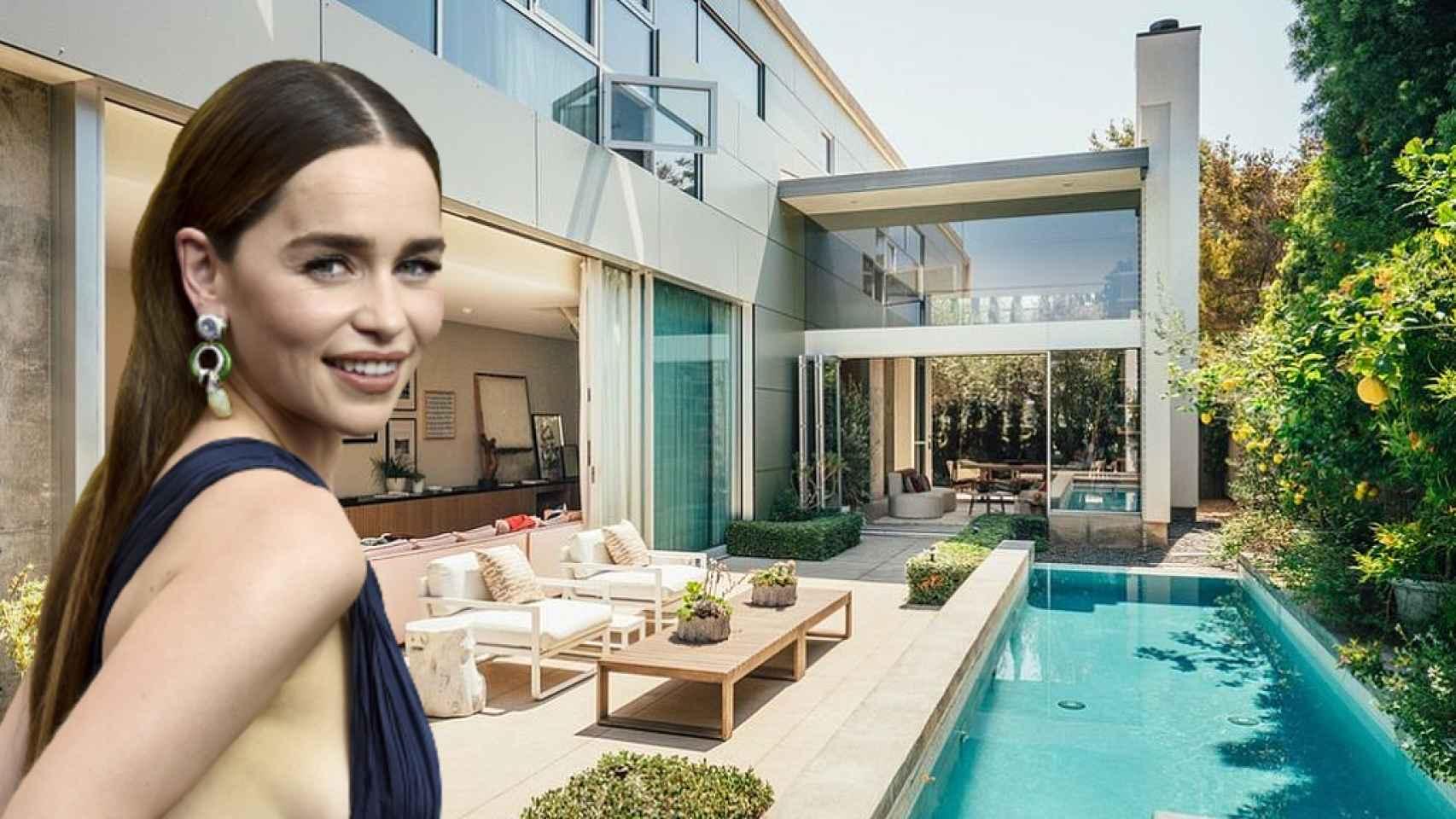 Emilia Clarke, junto a la casa que ha vendido en Los Ángeles, en un fotomontaje de JALEOS.