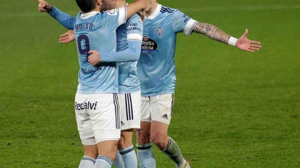 Nolito celebra con Iago Aspas su gol para el Celta de Vigo ante el Huesca