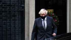 Boris Johnson, a la salida de Downing  Street, esta mañana.
