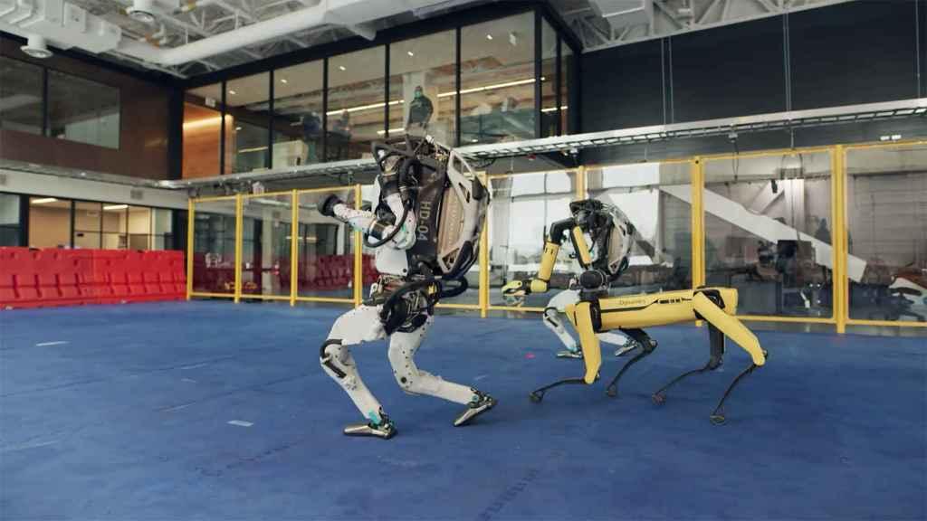 Robots de Boston Dynamic en sincronización.