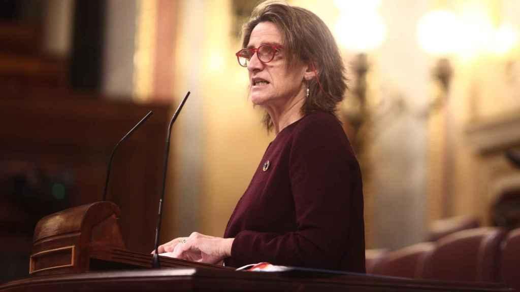 La vicepresidenta cuarta y ministra para la Transición Ecológica, Teresa Ribera, interviene en una sesión plenaria en el Congreso de los Diputado.