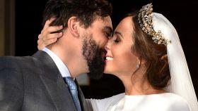 Rocío Osorno y Jacobo Robatto el 29 de junio de 2019 en su boda en Sevilla.