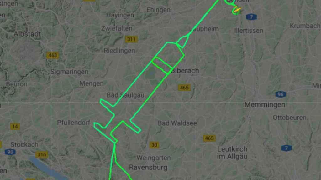 El piloto dibujó con su trayectoria esta jeringuilla.