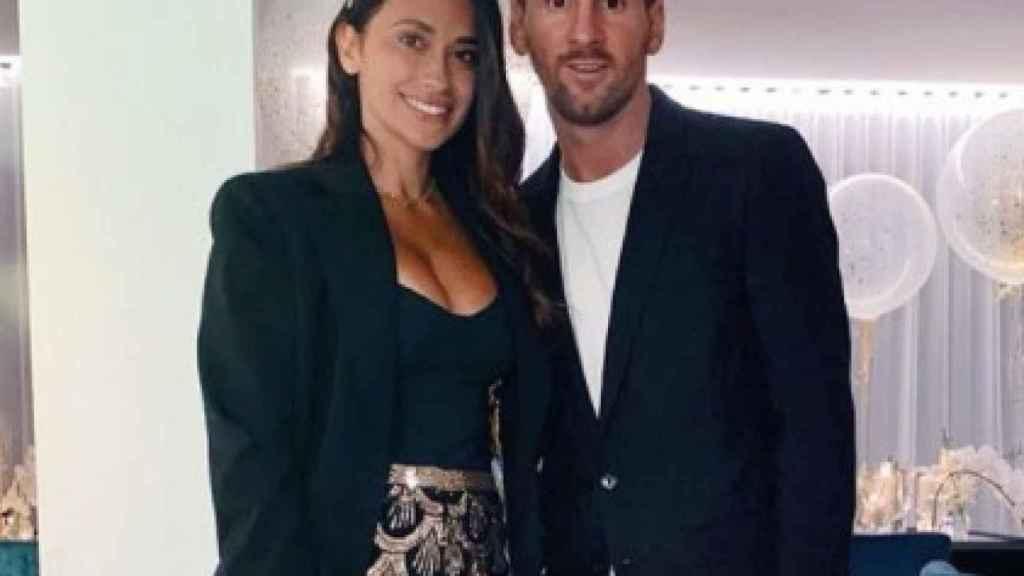 Leo Messi junto a su pareja