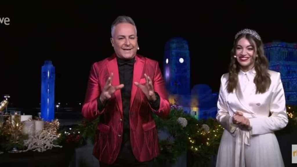 Roberto Herrera y Ana Guerra, en las campanadas de TVE.