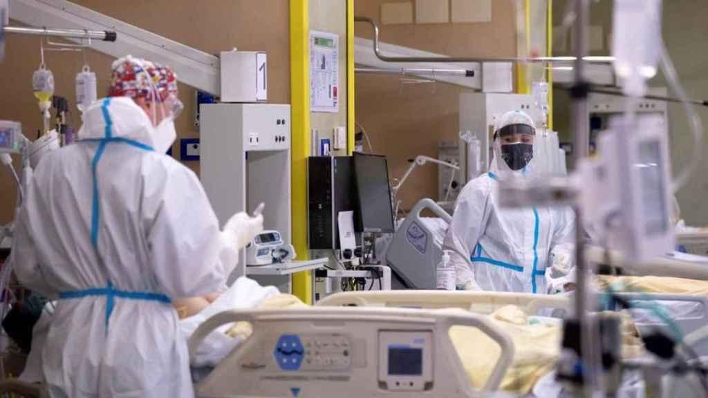 Sanitarios en un hospital.