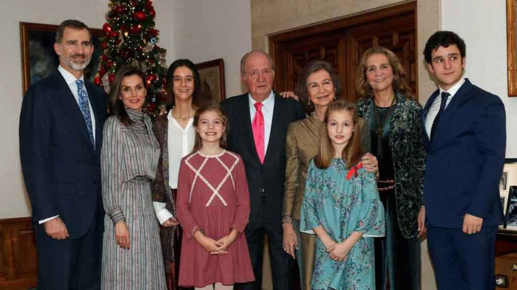 El rey emérito en la celebración de su 80 cumpleaños  junto a su familia.