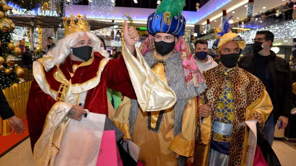 Kiko Rivera, Omar Montes y Luis Rollán como los Reyes Magos en Marbella.
