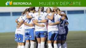 Piña de las jugadoras del Granadilla en la Primera Iberdrola durante la 2020/2021