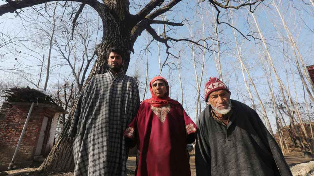 El empresario, Sabzar Khan, y su familia están dispuestos a vender sus riñones para pagar las deudas.